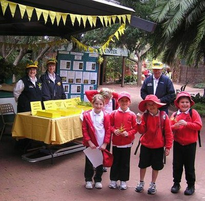 School children at perth Zoo by John Thompson